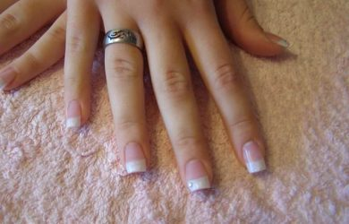 Dip Powder Manicure vs Gel Polish: Which Is Right for Me?