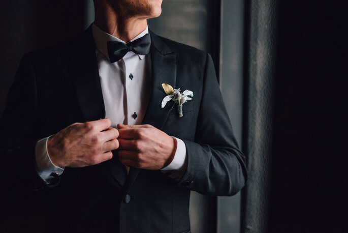 6 Ways to Accessorize a Wedding Suit